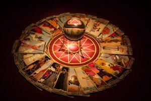Doğru Tarot Açılımı Nasıl Yapılır? Ve Tarot Kartlarının Kısa Tarihi