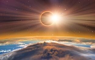 Agustos Ayi Burc EN LERI - Güneş Tutulması ve Retro Merkür
