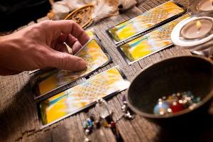 Mart ayı Burca Göre Tarot Video: ilişkiler, eğitim ve para