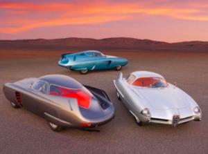 1950'lerde Alfa Romeonun yarattığı bu araç modelleri ilginç değil mi? İlk anda günümüzde gelecek için hazırlanmış uzay araçlarını çağrıştırıyor. Geçmiş ve geleceğin iç içe geçtiği Regresyon Therapyleri de çok mümkün. Sağlıklı, travması az olan kişiler geleceğe gitmeyi tercih ederken, hem önceki yaşamlarını merak edip, hem sevilerek büyümüş olanlar geçmiş hayatlarına ve geleceğe aynı seans içinde gidebiliyorlar.