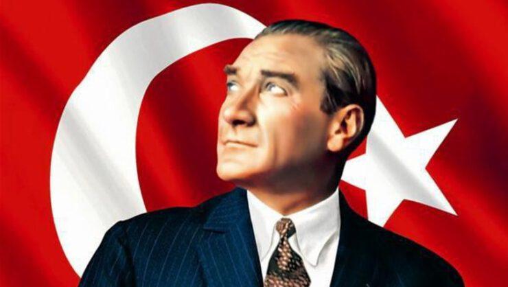 Atatürk'ün doğum tarihi net olarak bilinmiyor. Her ne kadar balık olduğunu iddia eden astrologlar olsa da annesinin verdiği bilgilere göre Şubat ayının ilk 15 gününde doğmuştur ve burcu Kovadır. Dahilerin, devrimcilerin, yenilikçilerin, modernizasyonun burcuyla Atamızın ne denli benzeş ortadadır.